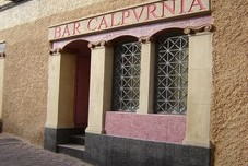 Calpurnia, Bar