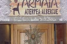 Armaia, Albergue